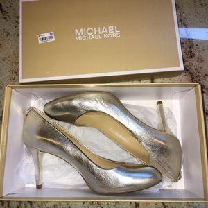 Michael Kors light gold pumps